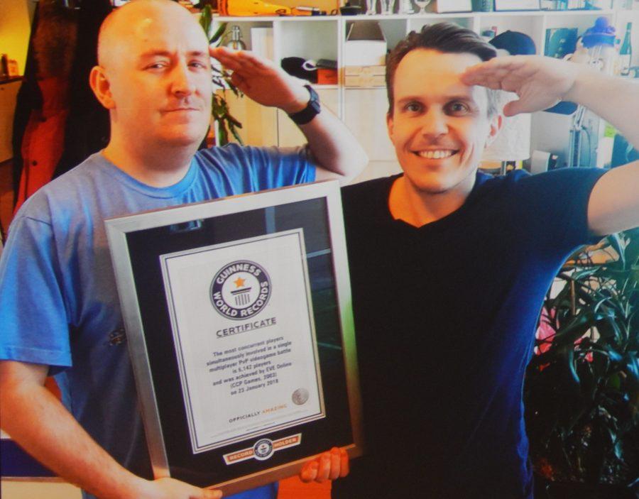 EVE Online CCP Falcon e CCP Guard con il certificato del record di 9-4RP2